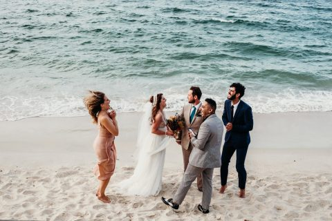 Bridechilla wedding. Relaxed beach wedding. Image by Fox & Kin.